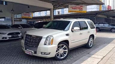 2010 Cadillac Escalade PLATINUM - SIAP PAKAI!