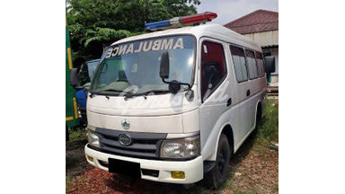 2013 Hino Dutro Ambulance