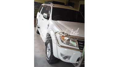 2010 Ford Everest XLT - Barang Istimewa  Low Km