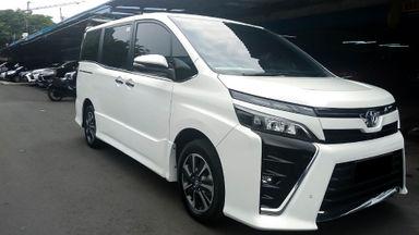 2017 Toyota Voxy 2.0 - Mobil Pilihan (s-0)
