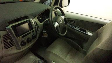 2014 Toyota Kijang Innova V - Mobil Pilihan (s-4)