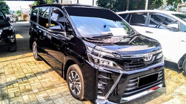 2018 Toyota Voxy AT - Mobil Pilihan (s-1)