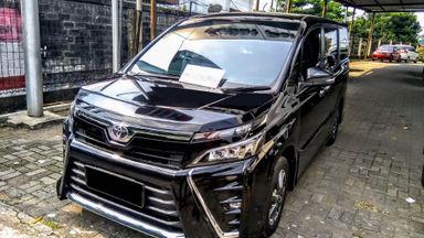 2018 Toyota Voxy AT - Mobil Pilihan