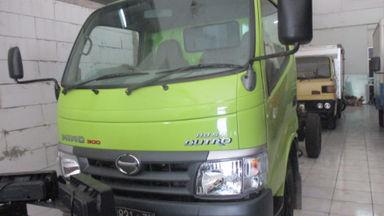 2011 Hino Dutro 300 110 SD - Siap Pakai (s-0)