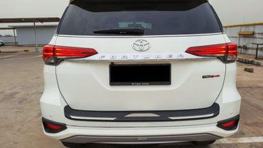 2018 Toyota Fortuner TRD Sportivo Diesel  AT - Mobil Pilihan (s-3)