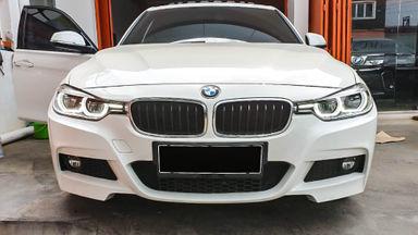 2015 BMW 3 Series 330i CKD - Mobil Pilihan (s-1)