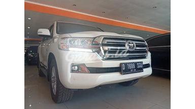 2019 Toyota Land Cruiser 200 LC VX - Mobil Pilihan