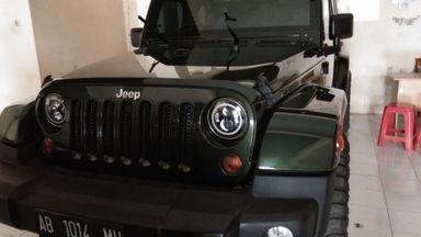 2011 Jeep Wrangler RUBICON SAHARA - Siap Pakai Mulus Banget
