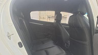 2017 Honda Civic Turbo 1.5 Hatchback S - Harga Bisa Digoyang (s-2)