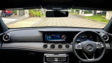 2018 Mercedes Benz E-Class 300 - Mobil Pilihan (s-4)