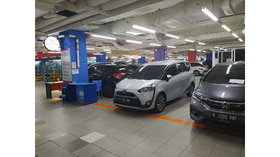 Mister Autocar showroom