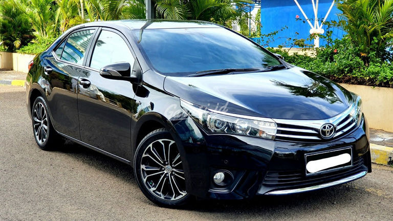 2015 Toyota Corolla Altis V - Mobil Pilihan (preview-0)