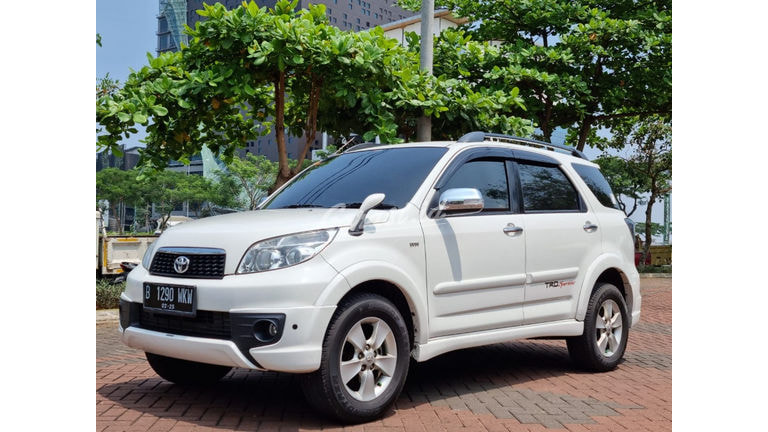 2015 Toyota Rush S - Mobil Pilihan (preview-0)