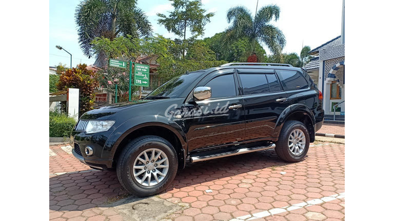 2011 Mitsubishi Pajero Exceed - Like New (preview-0)