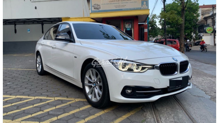 2018 BMW 320i Sport - Mobil Pilihan (preview-0)