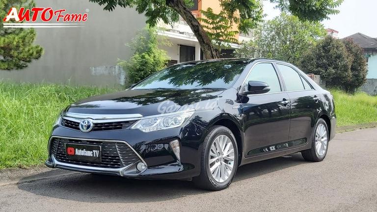 2016 Toyota Camry Hybrid - Mobil Pilihan (preview-0)