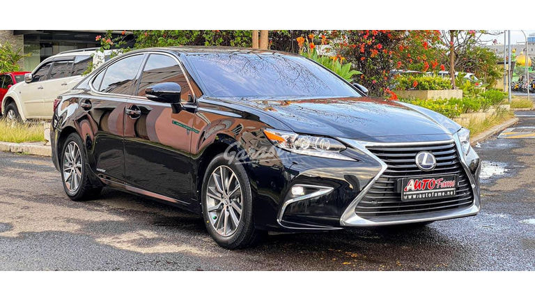 2015 Lexus ES 300H - Mobil Pilihan (preview-0)