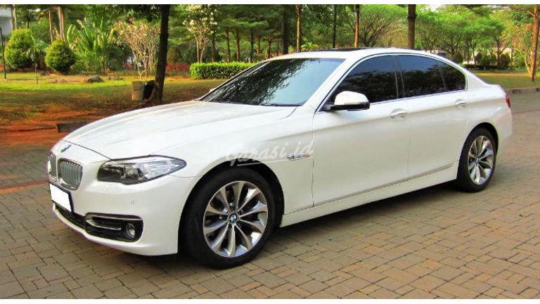 2016 BMW 520d Diesel LCi Facelift - Simpanan (low KM) - Service Record - Masih Seperti BARU (preview-0)