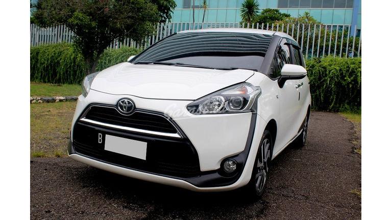 2019 Toyota Sienta V - Mobil Pilihan (preview-0)