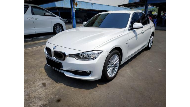 2014 BMW 3 Series 320i Luxury - Mobil Pilihan (preview-0)