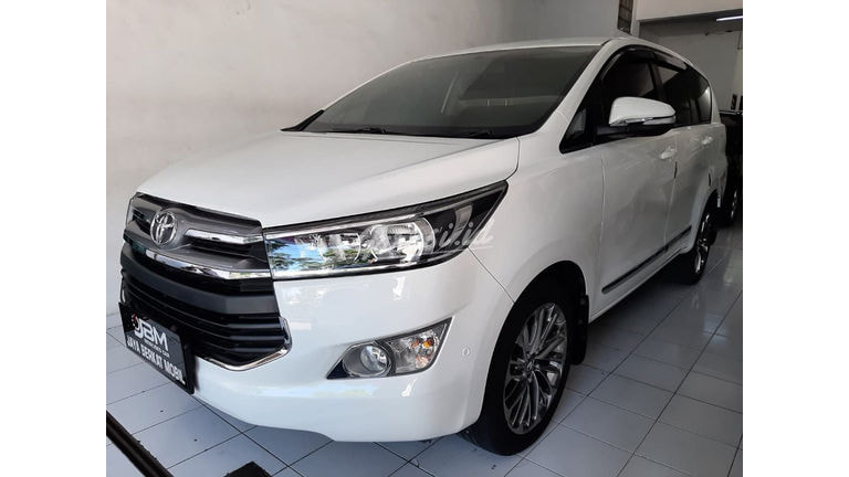 2016 Toyota Kijang Innova Venturer V - Mobil Pilihan (preview-0)