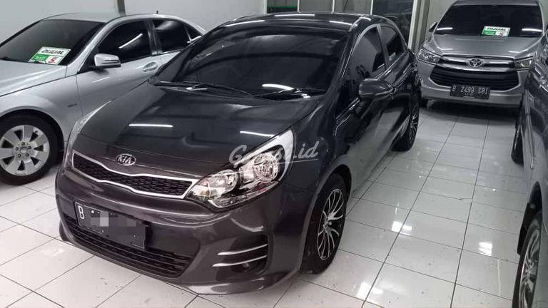 2015 KIA Rio - Mobil Pilihan (preview-0)
