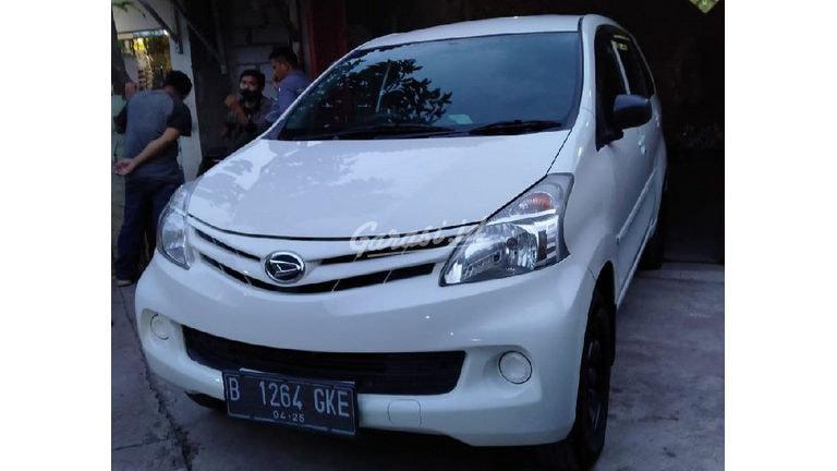 2015 Daihatsu Xenia R - Mobil Pilihan (preview-0)