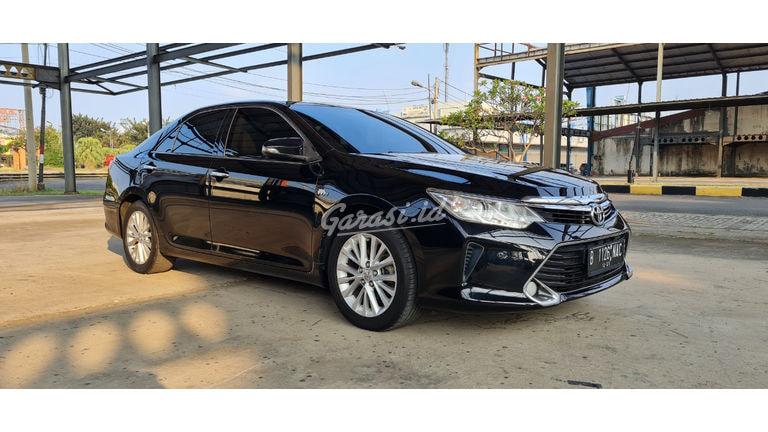 2016 Toyota Camry V - Mobil Pilihan (preview-0)