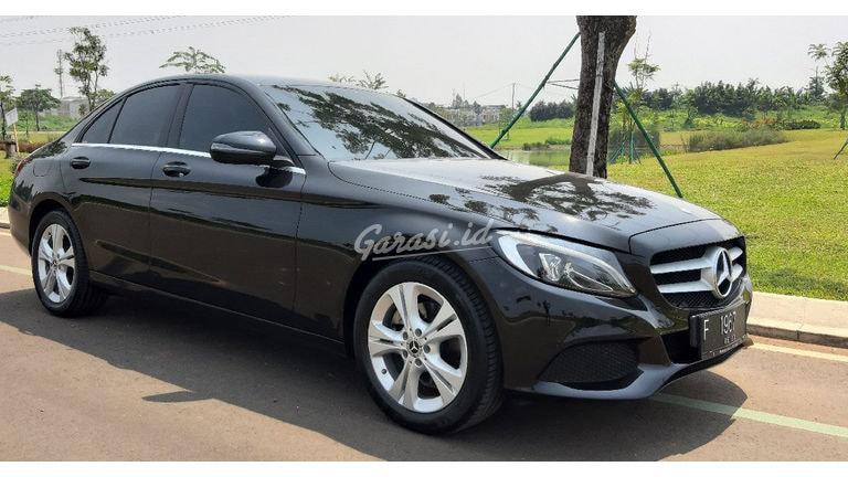 2017 Mercedes Benz C-Class Classic - Mobil Pilihan (preview-0)