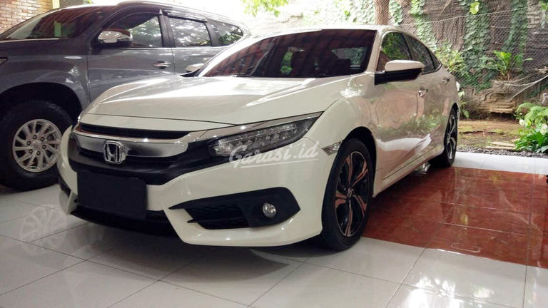 2018 Honda Civic Turbo 1.5 Hatchback - Mobil Pilihan (preview-0)