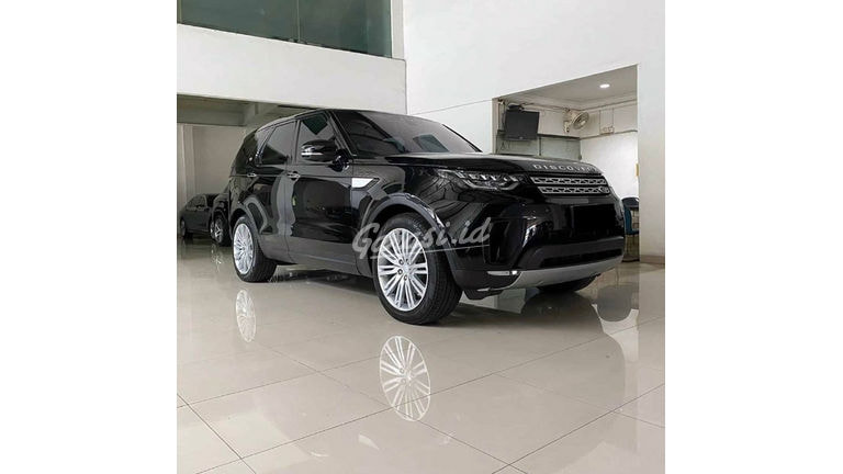 2017 Land Rover Discovery 5 - Mobil Pilihan (preview-0)