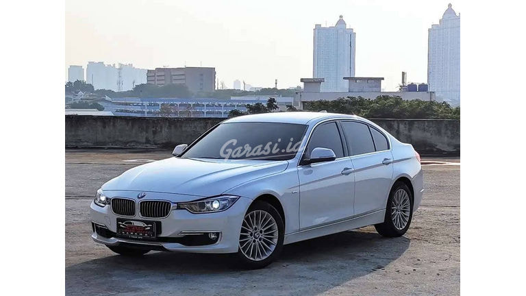 2015 BMW 3 Series 320i - Mobil Pilihan (preview-0)