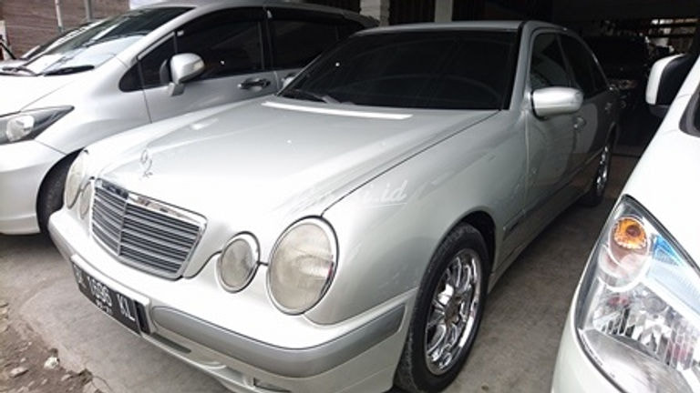 2001 Mercedes Benz E-Class 260 - Nyaman Terawat (preview-0)