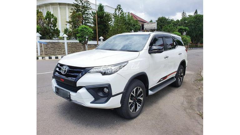 2019 Toyota Fortuner VRZ TRD - Mobil Pilihan (preview-0)
