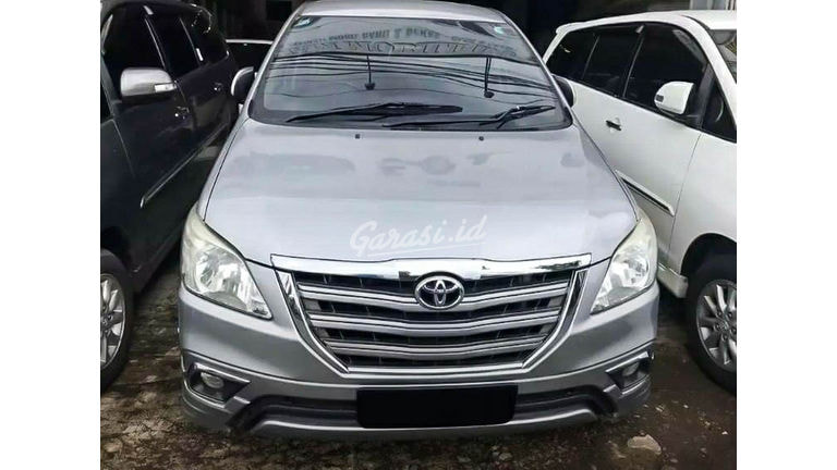 2015 Toyota Kijang Innova V Luxury - Mobil Pilihan (preview-0)