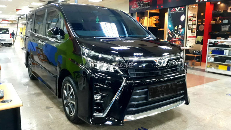 2019 Toyota Voxy 2.0 - Mobil Pilihan (preview-0)