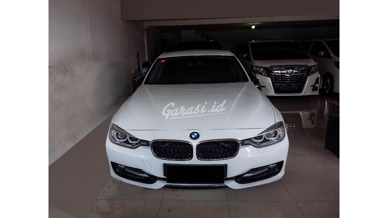 2014 BMW 3 Series 320i - Mobil Pilihan (preview-0)