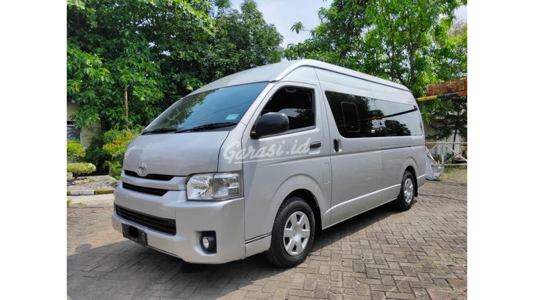 2017 Toyota Hiace Commuter (preview-0)