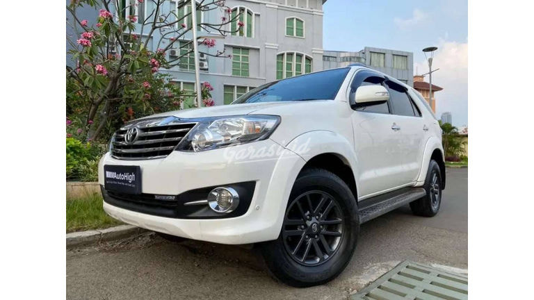 2015 Toyota Fortuner G Luxury - Mobil Pilihan (preview-0)