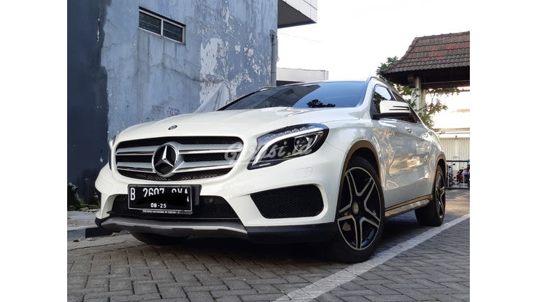 2015 Mercedes Benz GLA 200 - Istimewa, Terawat, Siap Pakai (preview-0)