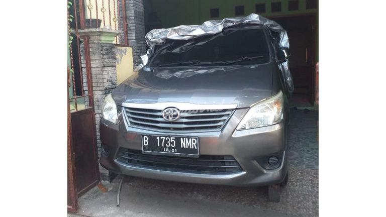 2011 Toyota Kijang Innova J - Mulus Terawat Mulus Pemakaian Pribadi (preview-0)