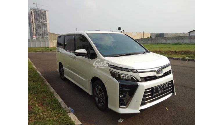 2018 Toyota Voxy - Mobil Pilihan (preview-0)