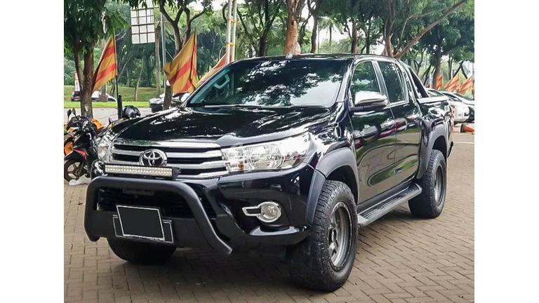 2018 Toyota Hilux V 4x4 - Mobil Pilihan (preview-0)