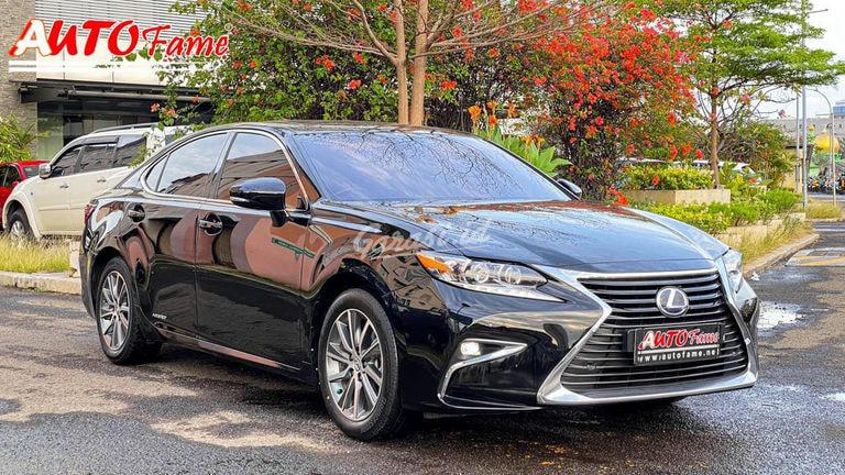 2015 Lexus ES 300 H - Mobil Pilihan (preview-0)