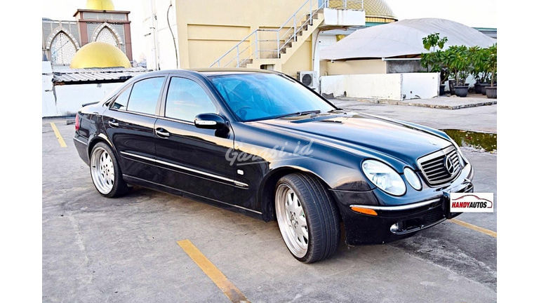 2005 Mercedes Benz E-Class E260 W211 - Mewah Berkualitas Siap Pakai (preview-0)