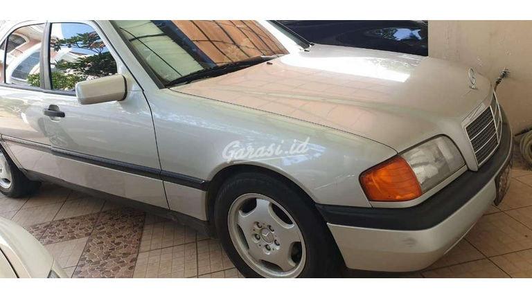 1995 Mercedes Benz C-Class C-180 Matic (preview-0)