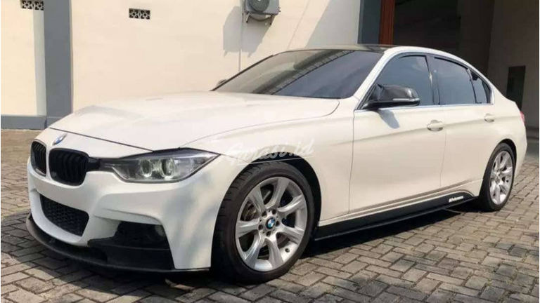 2012 BMW 3 Series 335i - Good Condition (preview-0)