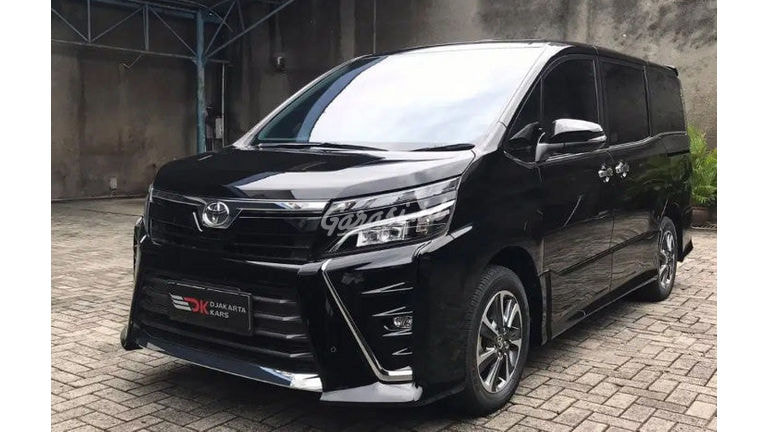 2019 Toyota Voxy 2.0 - Full Original Like New Service Record Toyota (preview-0)