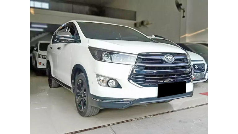 2018 Toyota Kijang Innova Venturer AT - Mobil Pilihan (preview-0)