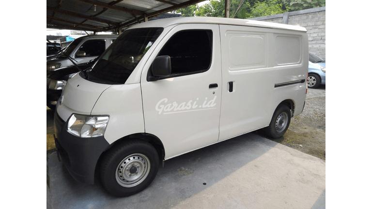 2017 Daihatsu Luxio Van - siap pakai (preview-0)